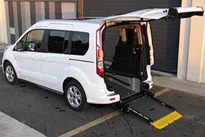Rebaje de piso para PMR en Ford Connect de Autos Elizasu