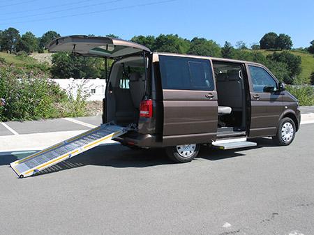 Eurotaxi  Volkswagen Caravelle marrón adaptada para pmr