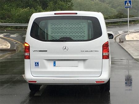 axi Mercedes vito extralarga adaptada para pmr vista trasera