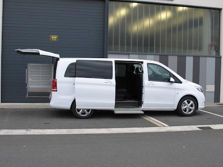 Taxi Mercedes v larga adaptada para pmr blanca
